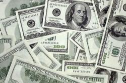 Американские доллары.