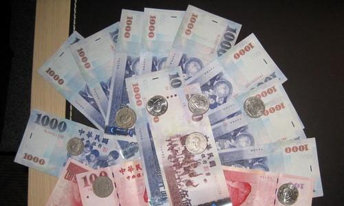 Тайваньские доллары