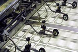 Печать американских долларов.