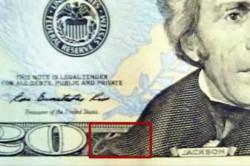 Микропечать на лацкане сюртука портрета Президента