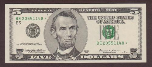 Денежная купюра достоинством в 5 долларов США